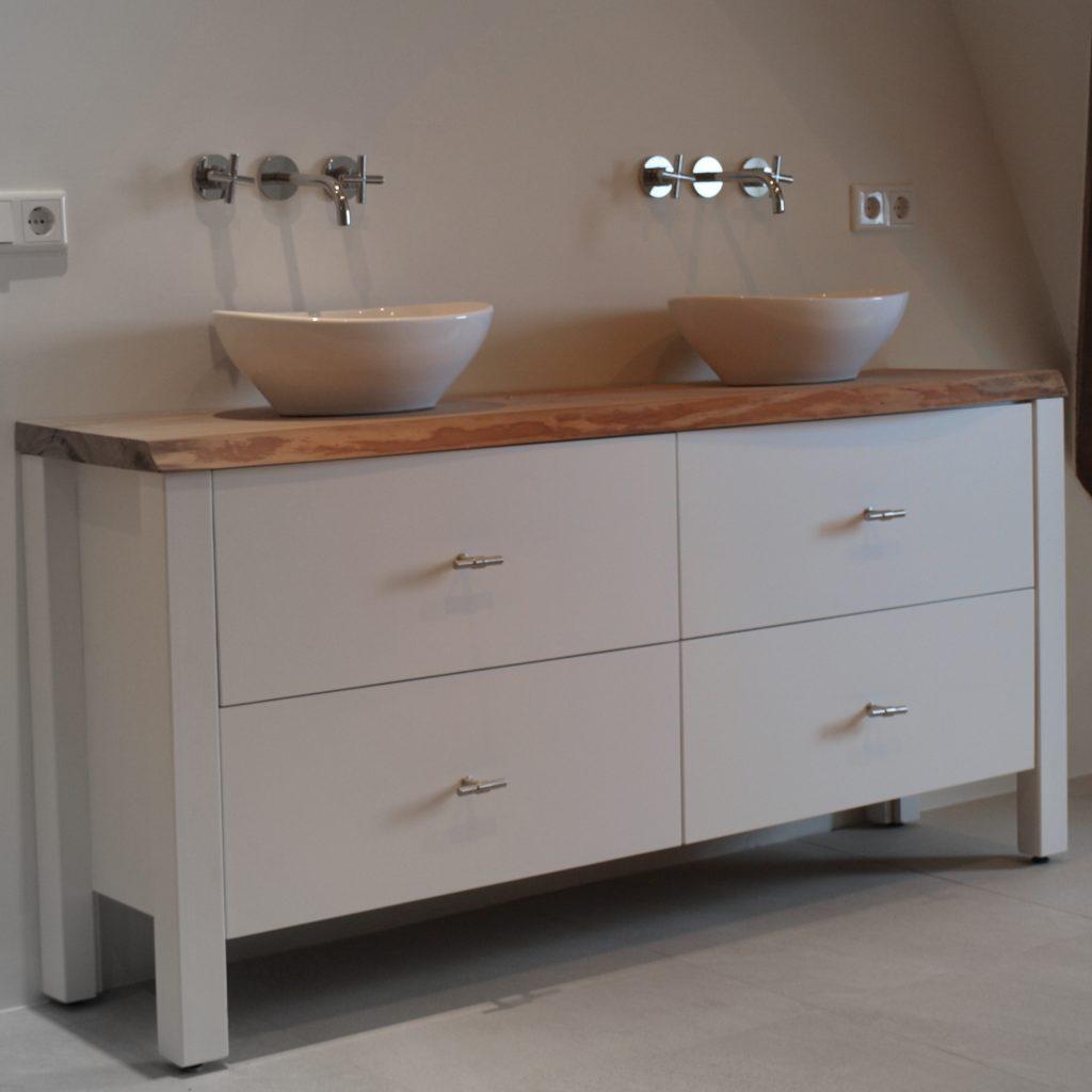 Wood4 alles voor uw badkamer kranen spiegels tegels badkamermeubel en badkamerinrichting - Winkelruimte met een badkamer ...
